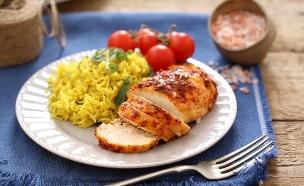 חזה עוף שלם אפוי במרינדה עם רוטב צ'ילי (צילום: אפיק גבאי, אוכל טוב)