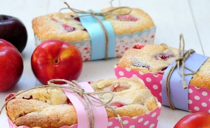 עוגת שזיפים (צילום: שרית נובק - מיס פטל, אוכל טוב)