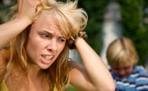 אשה משתגעת מהילדים (צילום: Brainsil, Istock)