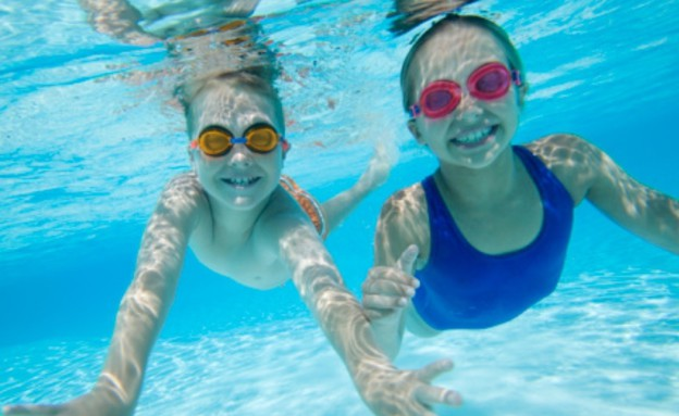 ילדים שוחים בבריכה (צילום: אימג'בנק / Thinkstock)
