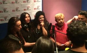 צפו: שרת התרבות שרה עם האמנים
