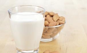 חלב שקדים (צילום: אימג'בנק / Thinkstock)