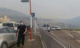 """האש מתקרבת לביה""""ח הדסה (צילום: דוברות כבאות והצלה)"""
