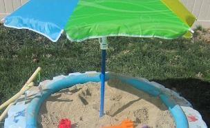 צמיגים 10, ארגז חול קטן בגינה (צילום: iheartnaptime.net)