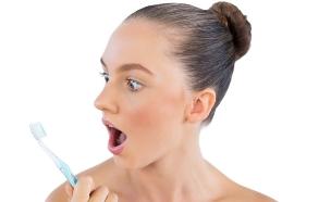 מי פה, מברשת שיניים (צילום: Wavebreakmedia, Thinkstock)