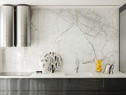 אורון מילשטיין, המטבח. עיצוב מינימליסטי המצניע את כל מכשירי החשמל