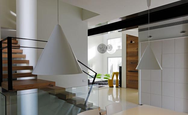 פינות אוכל 16, גוף תאורה תלוי מהתקרה (צילום: עמית גירון, עיצוב-יולי וולמן)