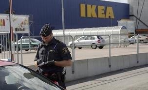כוחות משטרה בסניף, היום (צילום: התקשורת השוודית)