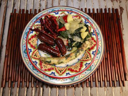 נקניקיית ירקות ונקניקיית בקר, מוח ומח עצם (צילום: רענן כהן)