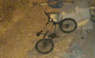 ככל הנראה הילד נפל מאופניו (צילום: יקיר לוי)