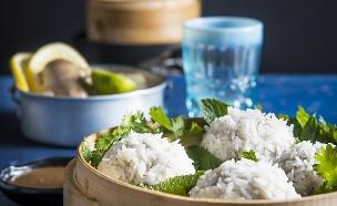 סירי אידוי - קיפודי אורז (צילום: צילום: בן יוסטר, סגנון: דלית רוסו, על השולחן)