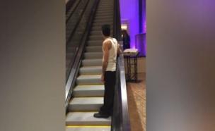שיכור במדרגות (צילום: metro)
