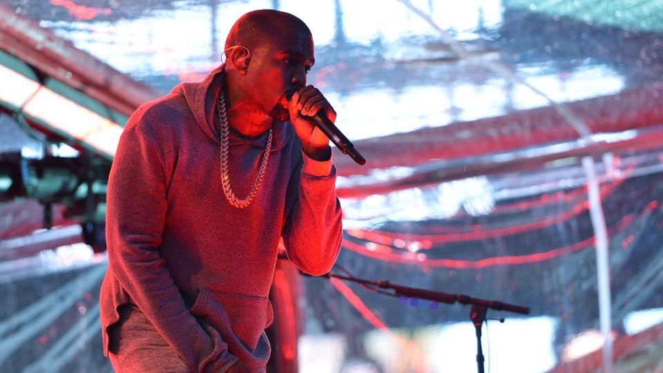 קניה ווסט בהופעה (צילום: Slaven Vlasic, GettyImages IL)