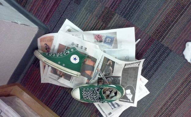 טריקים לבית, עיתון לנעליים (צילום: מתוך הפליקר של indieclectic)