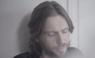 """פיטר רוט בקליפ """"העצב בעיניה"""" (וידאו WMV: לאל לאוטניק,  יחסי ציבור )"""