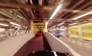 """צפו: """"רכבת הרים"""" למזוודות בשדה התעופה (צילום: יוטיוב)"""