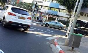 רון חולדאי נוסע נגד כיוון התמונה (צילום: מיכל רייכמן)