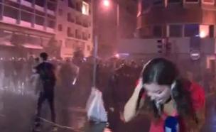 המשטרה מפזרת את המפגינים