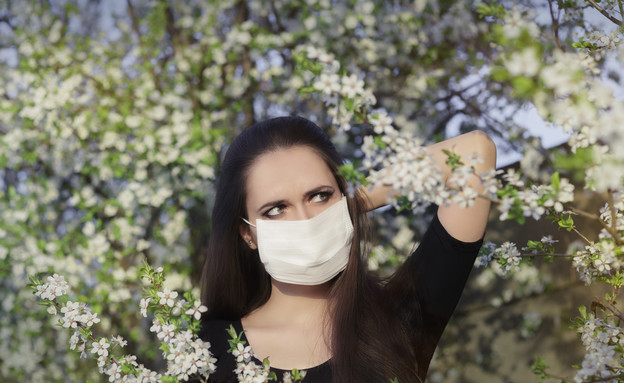 אישה בשדה פרחים (אילוסטרציה: thinkstock)