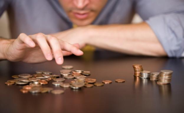 גבר סופר כסף- קמצנים (צילום: MichaelDeLeon, Istock)