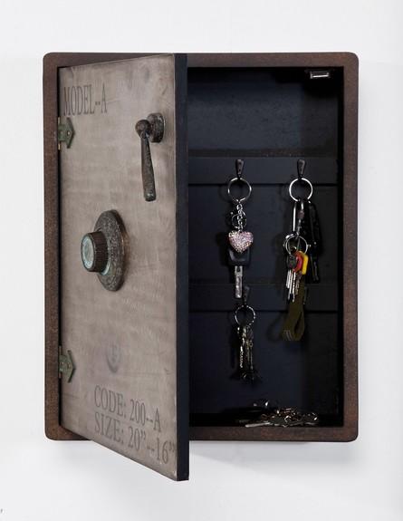 ארגון 01, ארון מפתחות בצורת כספת של קארה דיזיין, מחיר 630 שקל (צילום: פיטר יורגן)