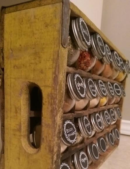 ארגון 14, מתקן תבלינים מארגז ישן (צילום: jstdesign.ca)