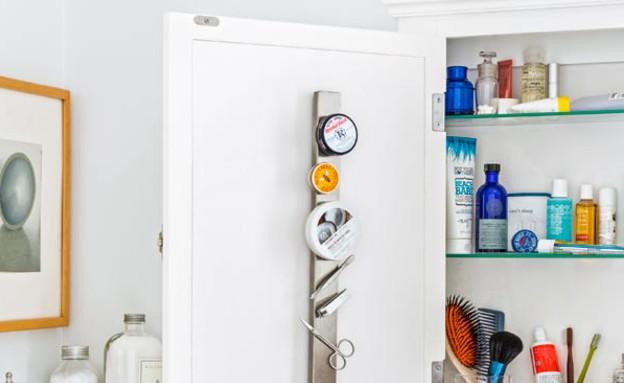 ארגון 21, מתלה סכינים מגנטי בחלקו הפנימי של הארון (צילום: Burcu Avs)