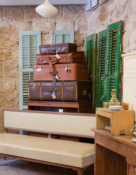 ארגון 24, מזוודות וינטג' של החנות מפעם, מחיר, החל מ-150 שקל (צילום: הגר דופלט)