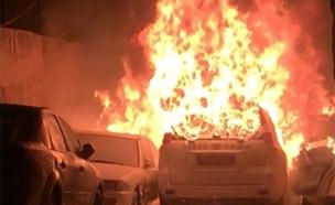 """רכב בטחוני שהתלקח ייתכן כתוצאה מהשלכת בקת""""ב (צילום: חדשות 2)"""