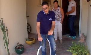 כך קם החולה המשותק מכיסא הגלגלים (צילום: חדשות 2)