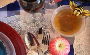 שולחן חג נעמן (צילום: אבישי פינקלשטיין)