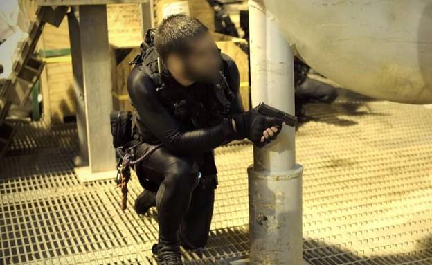 """אקדח גלוק וציוד סנפלינג (צילום: דובר צה""""ל)"""