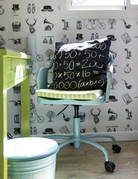 גילי אונגר, ג, כיסא עבודה  (צילום: שירן כרמל)