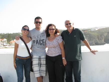 עילי רכמן עם משפחתו (צילום: באדיבות משפחת רכמן)