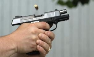 אקדח יורה (צילום: צילום מסך מתוך vimeo)