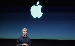 """מנכ""""ל אפל טים קוק, השקת אייפון 5, אוקוטובר 2011 (צילום: Kevork Djansezian, GettyImages IL)"""
