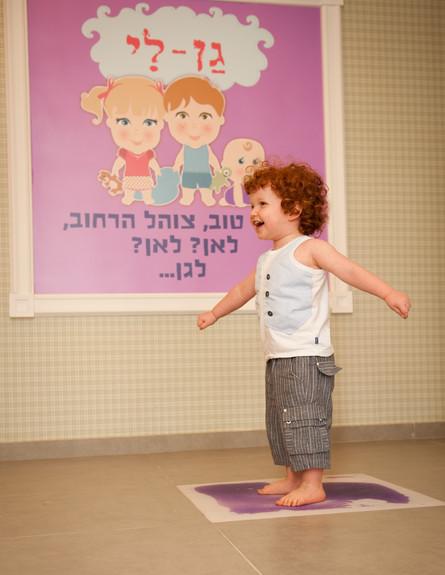 גני ילדים 33, אריחים גמישים עם נוזל צבעוני (צילום: צילום-דנה ישראלי, עיצוב-ליאת עברון)