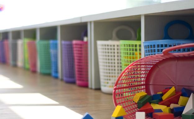 גני ילדים 21, הצעצועים מסודרים בסלסלות שוק צבעוניות (צילום: שירה גנני, תכנון-אדריכלים צפריר גנני ושירה גנני)