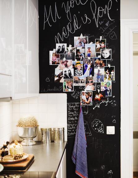 בלי מסגרת, ג, תלו את התמונות על גבי קיר לוח גיר והוסיפו כיתוב אישי (צילום: linaostling.blogspot)