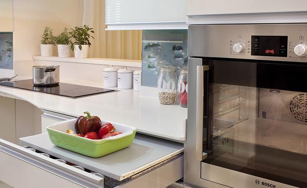 נגישות 05, המטבח הותאם לצרכיו של בן הזוג (צילום: מירי בלבול, עיצוב-טלי פז וטל זמנבודה)