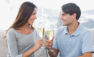 זוג שותה יין לבן (צילום: אימג'בנק / Thinkstock)