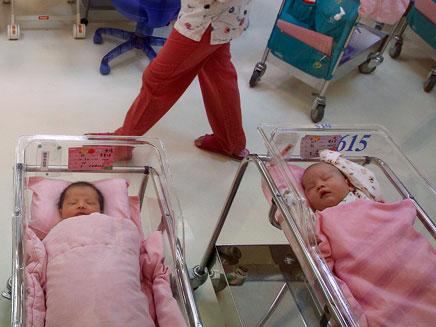 161,081 תינוקות חדשים, ארכיון (צילום: רויטרס)