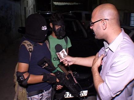 צוות חדשות 2 עמד לצד החמושים בלחימה