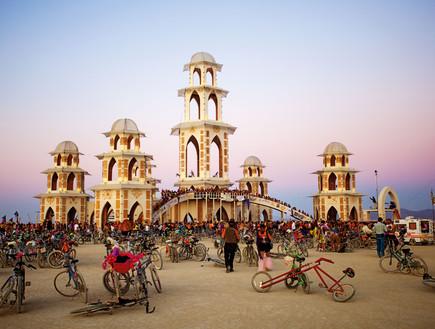 ברנינג מן המקדש 2011 בעיצובו של דיוד בסט  (צילום: NK Guy)
