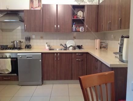01 בית לבד, המטבח לפני (צילום: צילום ביתי)