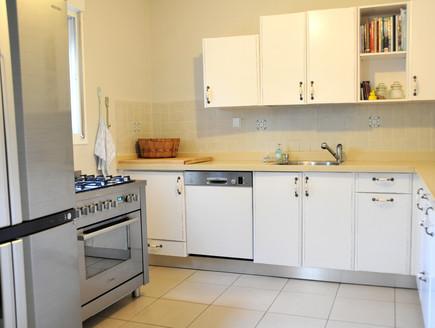 בית לבד 02, המטבח אחרי (צילום: מיכל יניב)