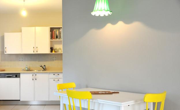 בית לבד 06, מבט על פינת האוכל והמטבח אחרי השדרוג (צילום: מיכל יניב)