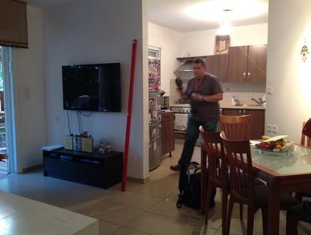 בית לבד 07, מבט על פינת האוכל והמטבח של הדיירים הק (צילום: צילום בית)