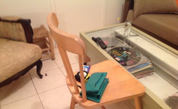 בית לבד 09, כיסא איקאה ישן לפני הצביעה (צילום: צילום ביתי)