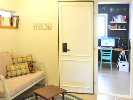 בית לבד 48, דלת הממד המשודרגת (צילום: מיכל יניב)